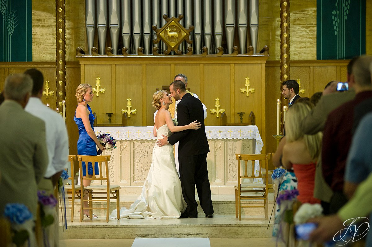 first kiss photo, blessed sacrament wedding photos, wedding ceremony photos, Albany Wedding Photographer