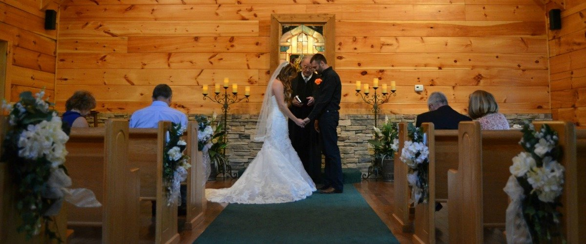 Little Log Wedding Chapel Has Some Awesome Spots For Outdoor